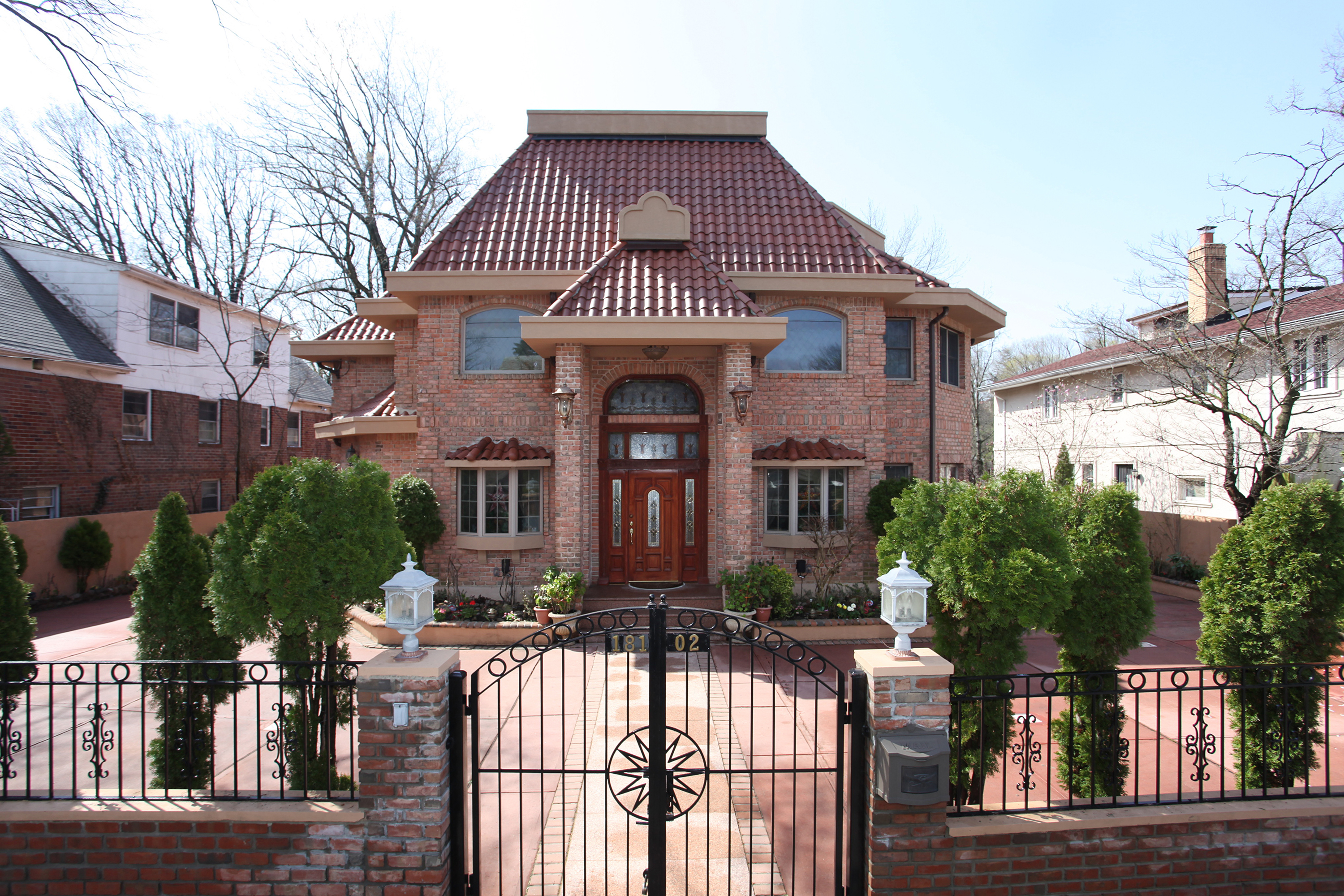 Where to find mansions in queens ny mansions in queens for New york luxury homes for sale
